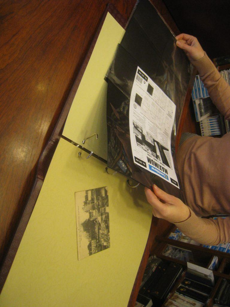 Album pour ranger les cartes postales