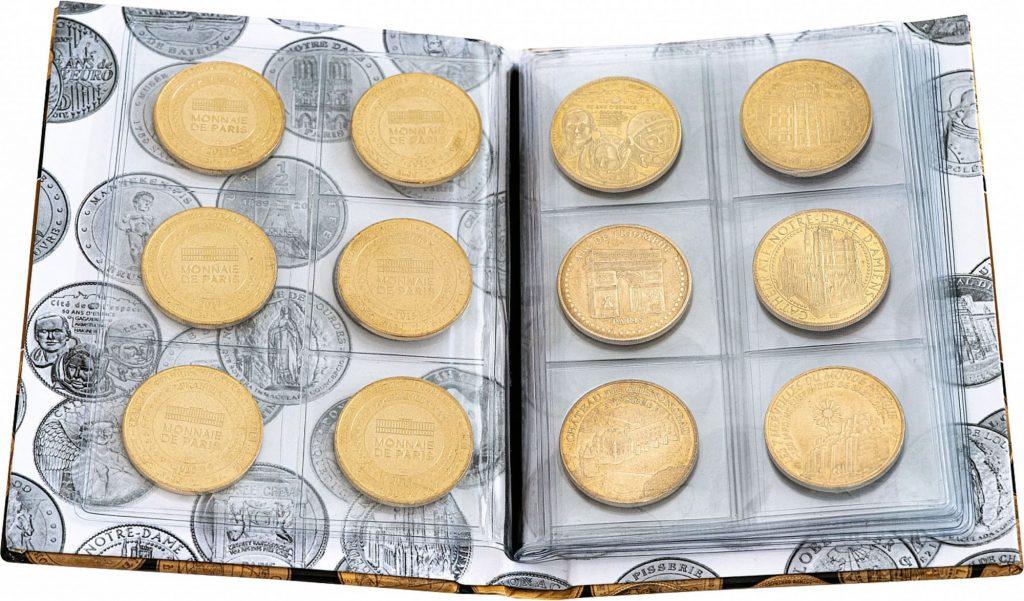 Album de poche pour les médailles touristiques